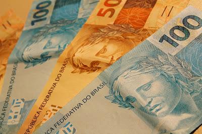 Resultado de imagem para DISPARIDADE: Enquanto professor recebe R$ 880,00 vereadores receberão R$ 1,8 mil por sessão