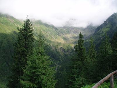 refugio-negoiu-rumania-trekking-montes-carpatos-enlacima
