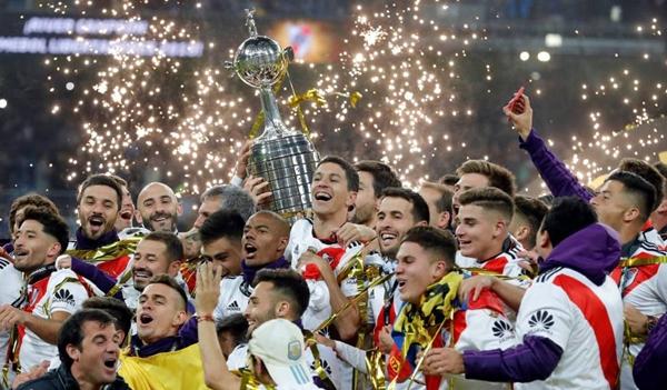De virada, River Plate faz 3 a 1 no Boca e é campeão da Libertadores