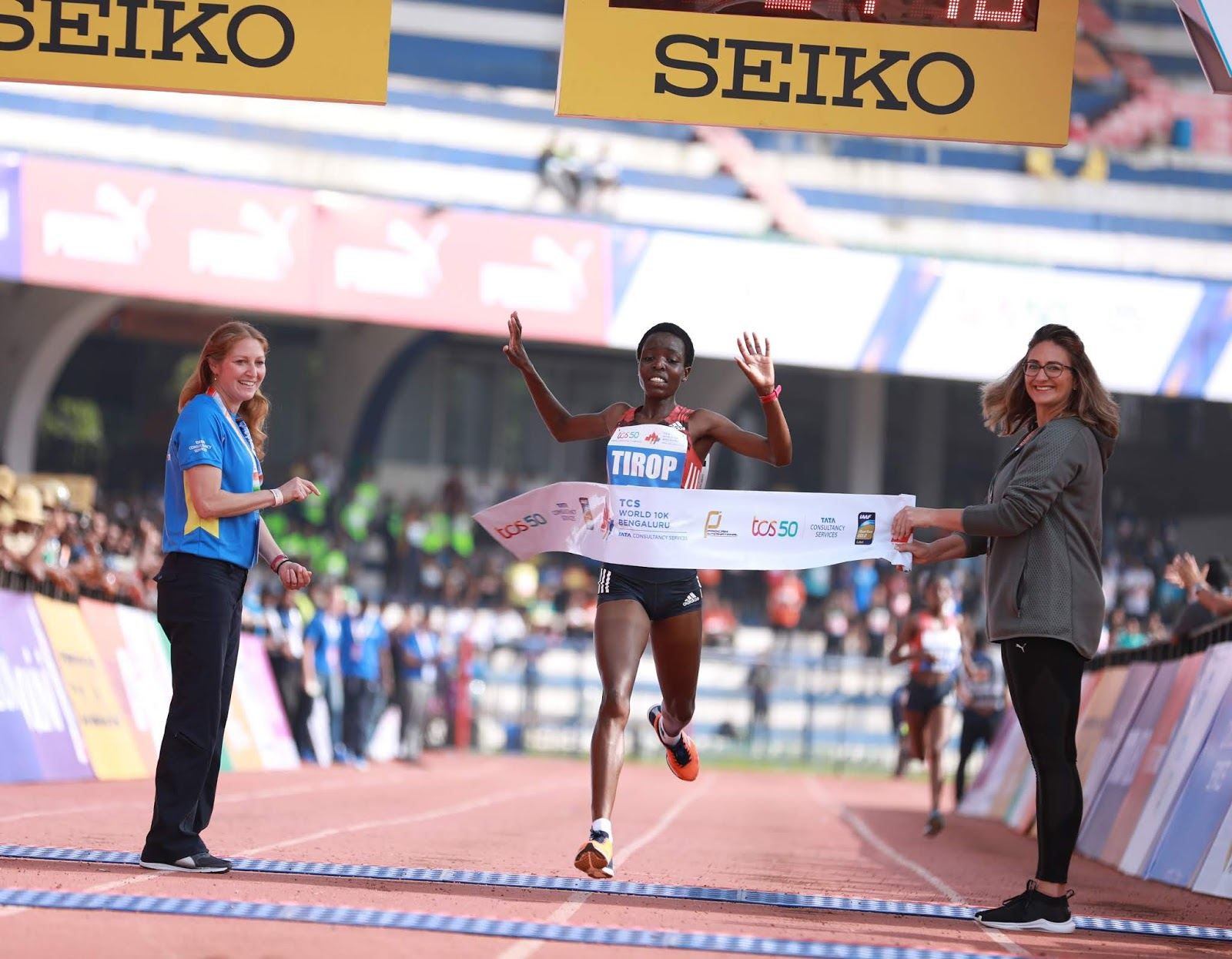 kenyan double as kamworor and tirop win at the tcs world 10k bengaluru 2018 sanjivani sparkles amongst the indian s at the tcs world 10k creates a new