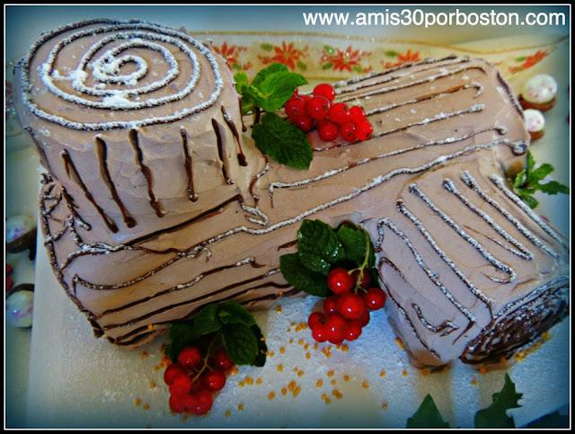 Tronco de Navidad de Chocolate y Cerezas