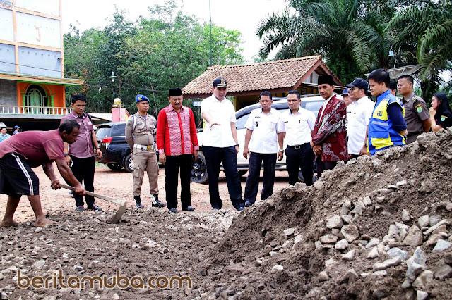 Beni Tinjau Pembangunan Infrastruktur Di Keluang