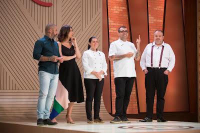 Jurados ao lado dos chefs convidados Janaina e Jefferson Rueda - Divulgação/Band