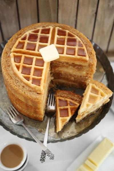 47. Waffle khas Belgia dengan sirup maple.