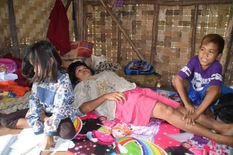 Kisah Malang Riko yang Masih Berusia 8 Tahun Harus Jadi Tulang Punggung Keluarga & Merawat Ibunya yang Sakit