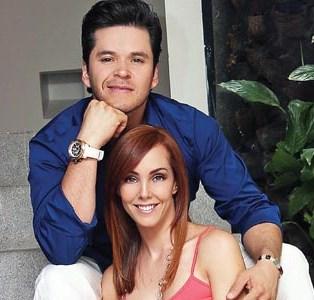 Foto de Raúl Sandoval con su esposa Fran