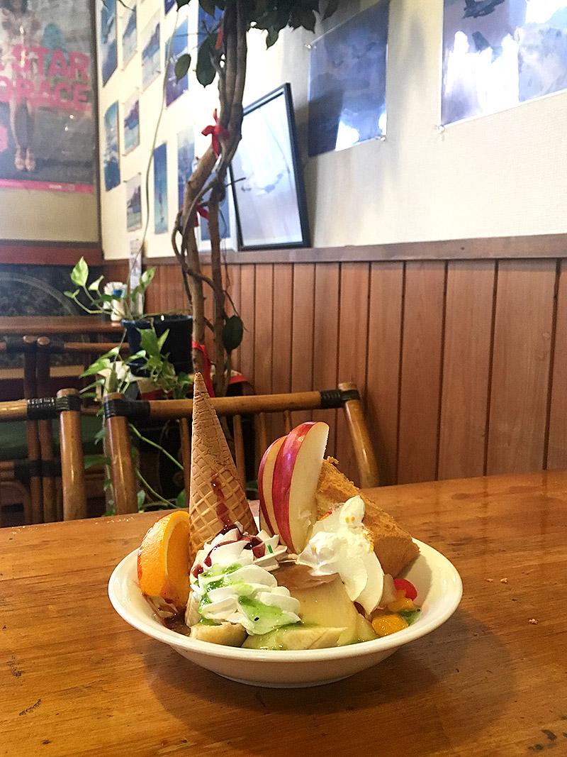 静岡県佐鳴湖畔にある喫茶店『喫茶飛行場』のプリンハリウッドサンディ
