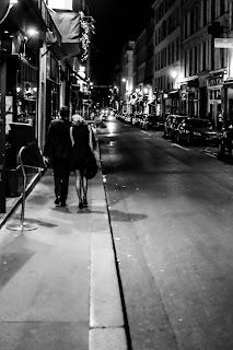 homem e mulher na rua