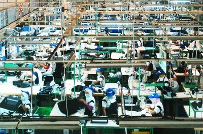LAMPIRAN Lampiran 1 Daftar Perusahaan Manufaktur Industri ...