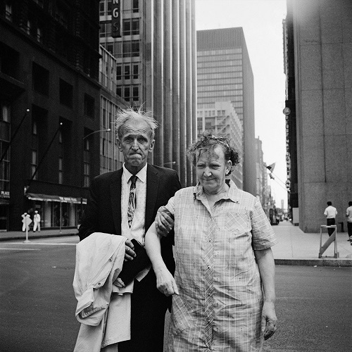 imagenes bellas en blanco y negro, fotos vintage, cool pictures -- fotografa Vivian Maier, New York, 1960, Old Couple.
