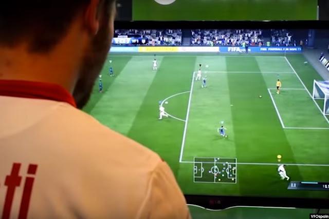Aficionado jugando un partido virtual