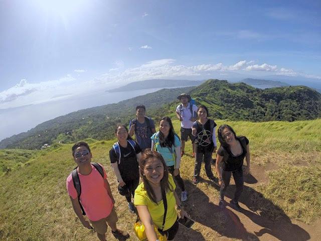 Group shot at Peak 1 of Mt. Gulugod Baboy