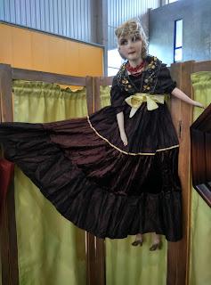 Antigua muñeca boudoir en desembalaje  de Noja