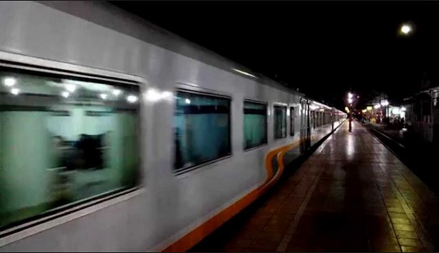 Berada di Kereta yang Semua Penumpang Berbaju Putih, Kereta Hantu