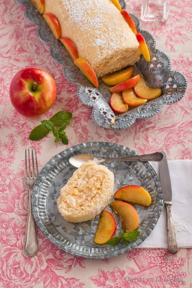 Brazo de gitano con manzanas y crema pastelera
