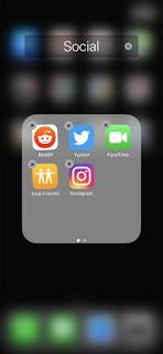 Ketika aplikasi Anda bergoyang-goyang dan mendapatkan sedikit (X) di pojok, Anda siap untuk memindahkan atau menghapusnya.