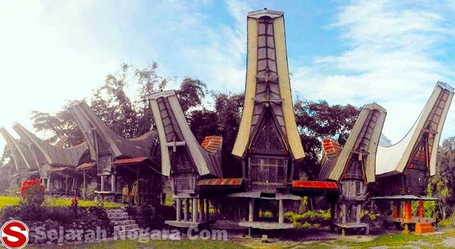 Foto Rumah Tongkonan di Toraja Utara