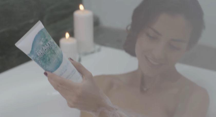Modello e modella Cien pubblicità con Laura Barriales con Foto - Testimonial Spot Pubblicitario Cien 2016