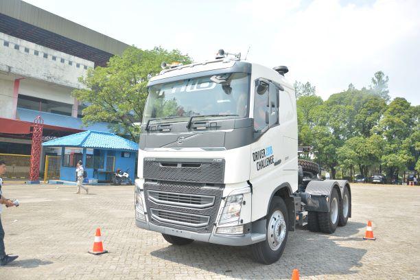 2018 Volvo Truck >> Jambipos Ajang Driver S Challenge Menantang Pengemudi Truk