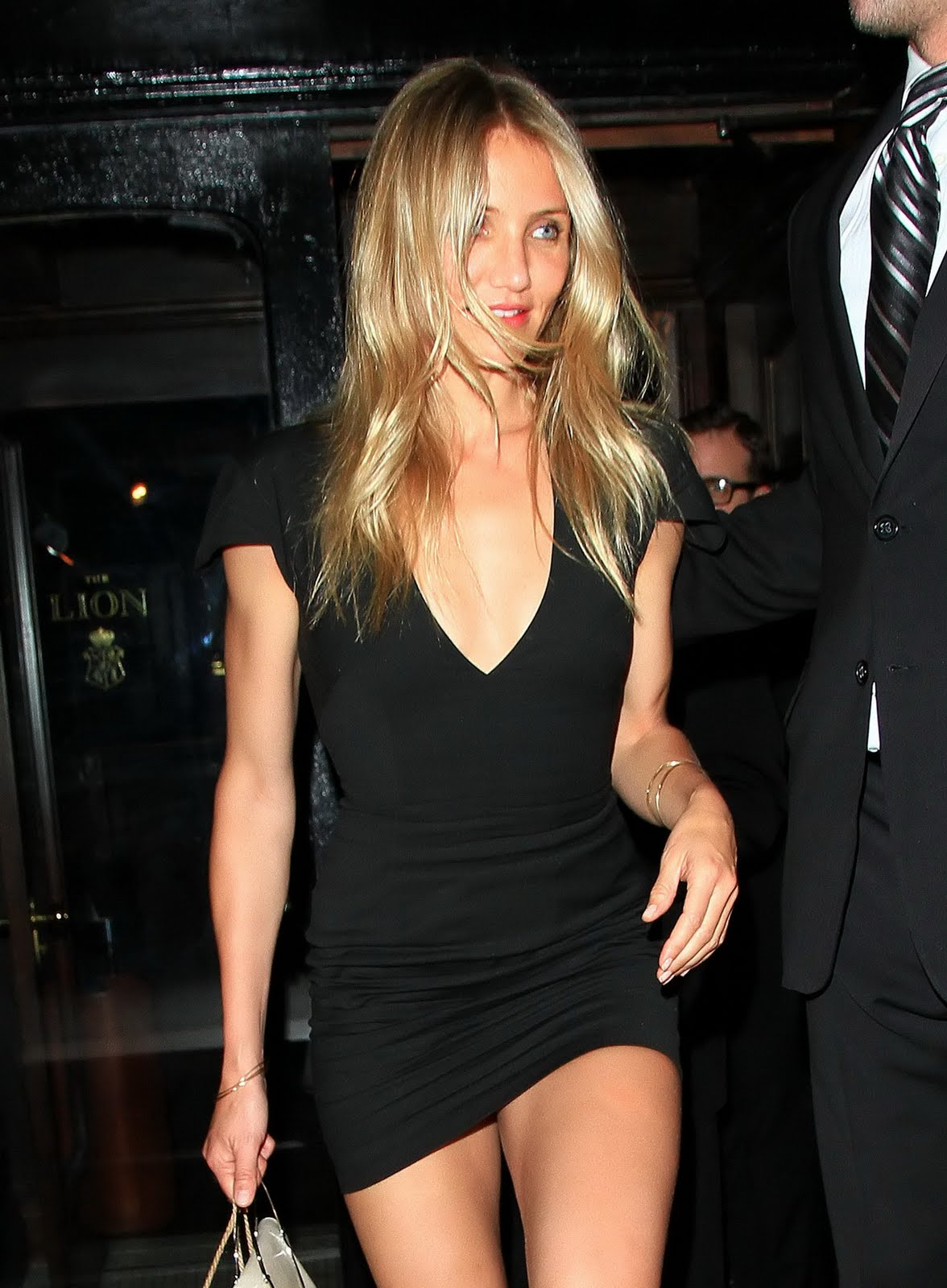 ib ijonkbojats cameron diaz out in a hot super skimpy black dress for her birthday. Black Bedroom Furniture Sets. Home Design Ideas