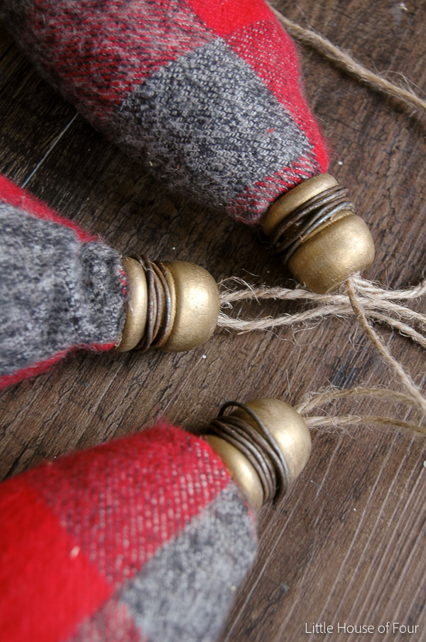 DIY Flannel Christmas Bulbs {Home For Christmas Blog Hop}  Littlehouseoffour.com