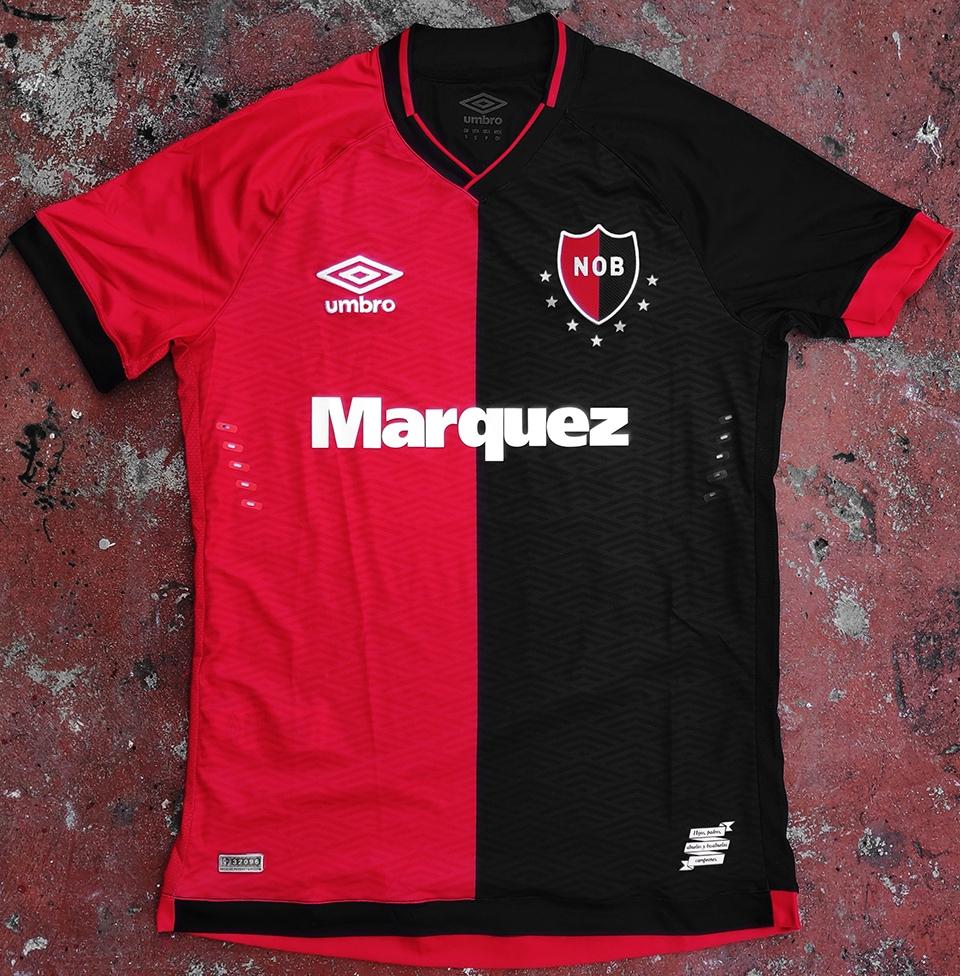 Umbro lança a nova camisa titular do Newell s Old Boys. A Umbro divulgou o novo  uniforme ... 7ec32c4f5b025