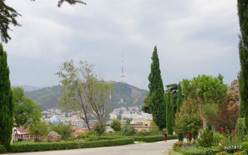 Вид на Мтацминду от собора Самеба