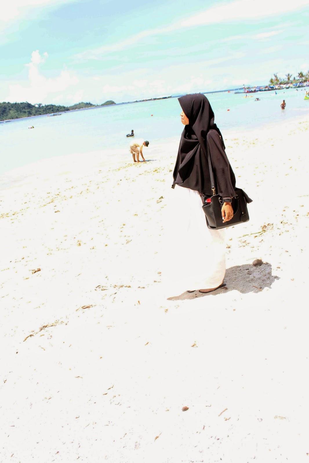 Tips Berhijab syar'i di Pantai