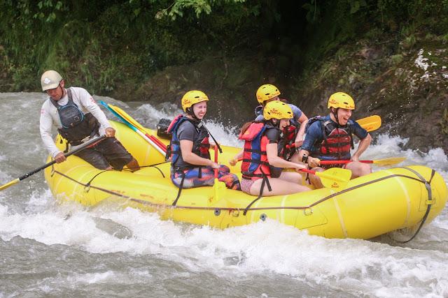 Durante el rafting no paramos de reirnos