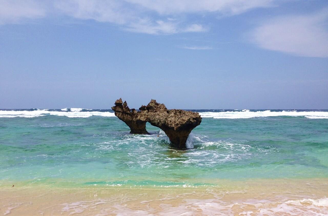 沖繩-沖繩景點-推薦-古宇利島-心型礁岩-沖繩自由行景點-沖繩北部景點-沖繩旅遊-沖繩觀光景點-Okinawa-attraction-Kouri-Jima-Heart-Rock-Toruist-destination