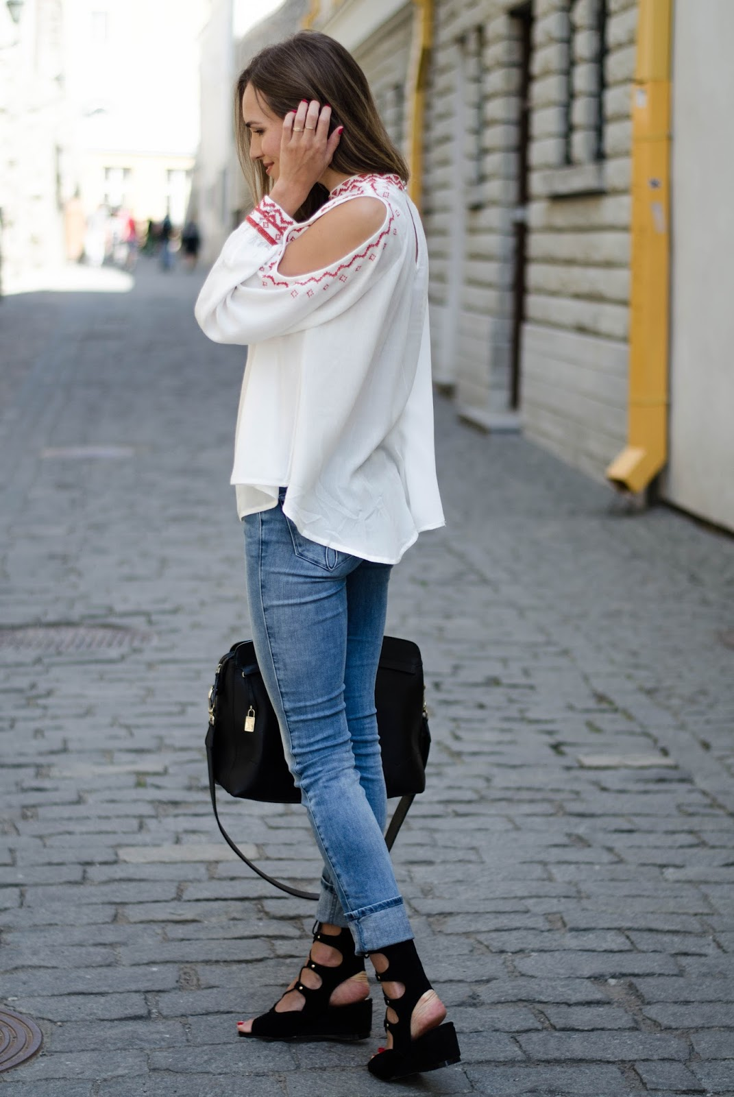 kristjaana mere white cold shouder boho top outfit