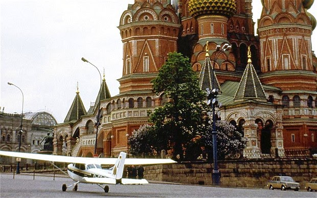 Ultimate Collection Of Rare Historical Photos. A Big Piece Of History (200 Pictures) - Mathias Rust's Cessna on the Red Square