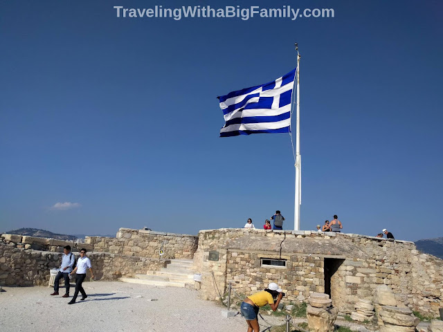 Traveling with a big family with small children to the Acropolis