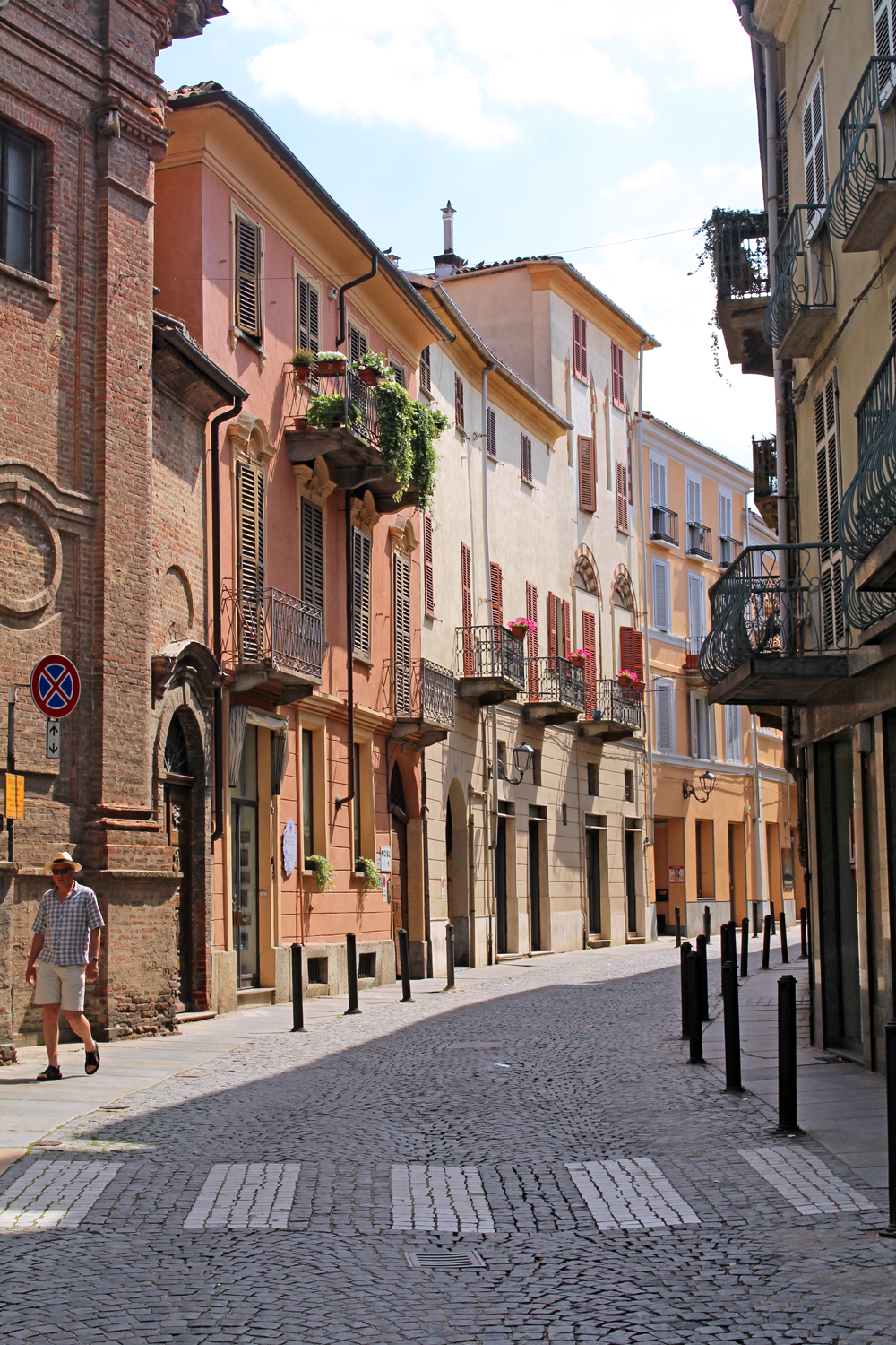 Sunny streets in Piemonte, Italy - travel & style blog