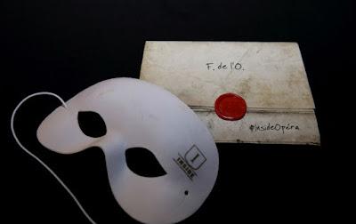 Máscara y carta del Fantasma de la Ópera del juego Inside Opéra