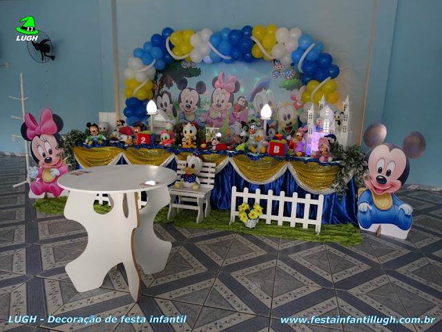 Decoração de festa infantil com o tema Disney Baby, mesa temática decorada para aniversário