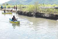 Berwisata Kanoe di kawasan mangrove, asyik