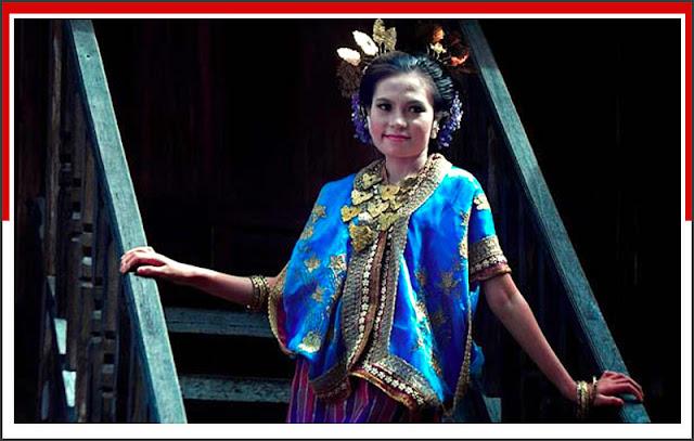 Gambar Pakaian Adat Wanita Sulawesi Barat