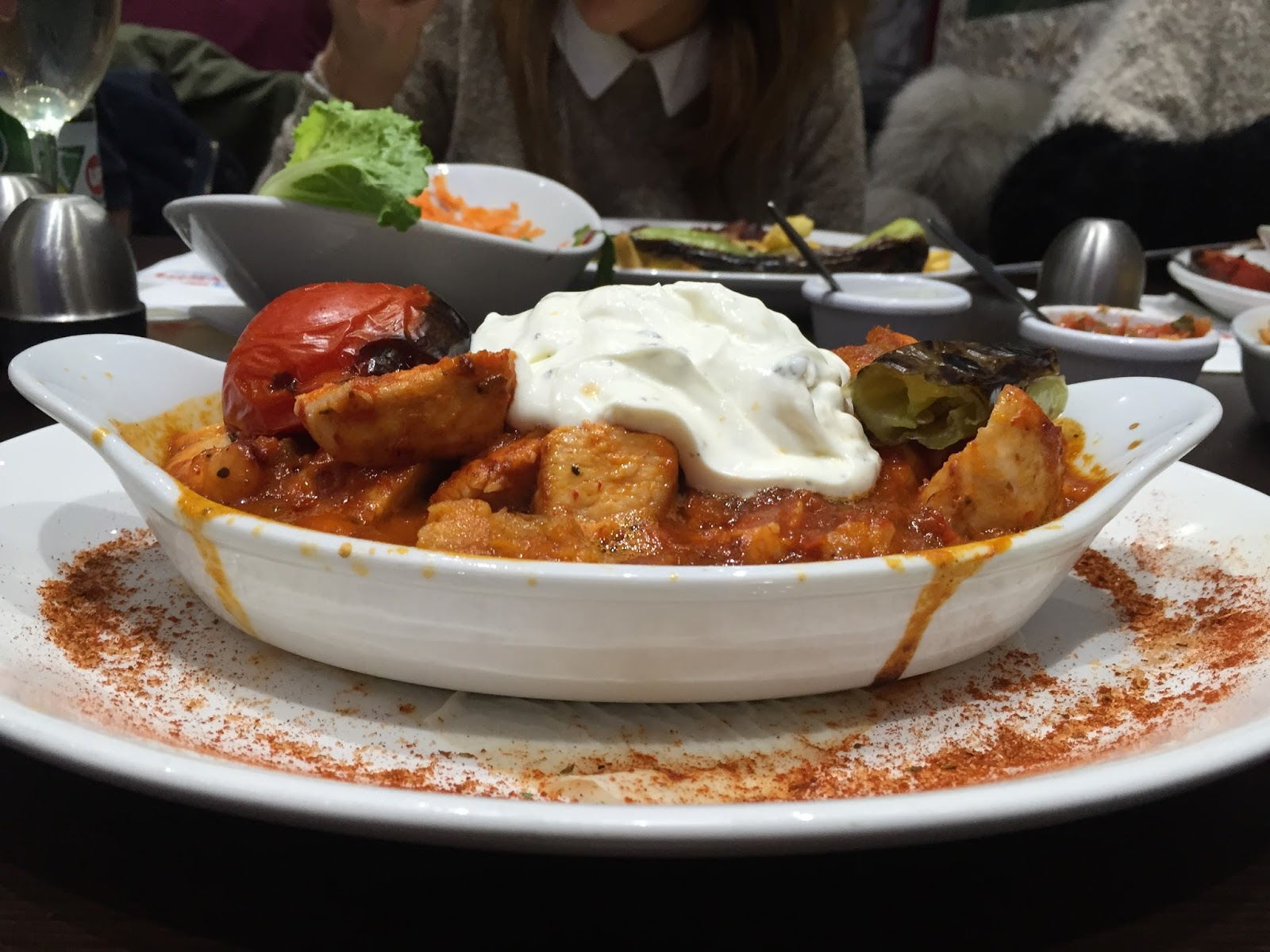A bowl of chicken kebab and yoghurt