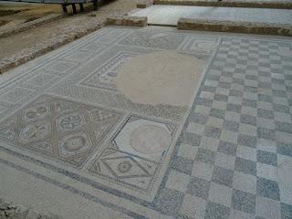 Mosaico dañado por saqueadores. Mosaico de Neptuno. Villa de la Tejada