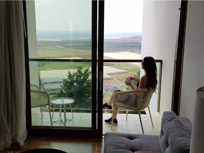 אלמא מלון אומנויות - חופשת קיץ מול נוף מישור החוף