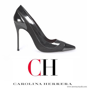 Queen Letizia wore Carolina Herrera black-patent and suede pumps