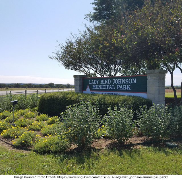 main entrance to Lady Bird Johnson Municipal Park