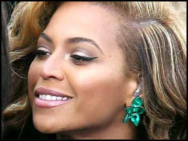 beyonce earrings jr emeralds beyonces emeralds the grammys 2183