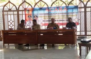 Pemkab Sanggau Permudah Warga Lombok Urus Keimigrasian
