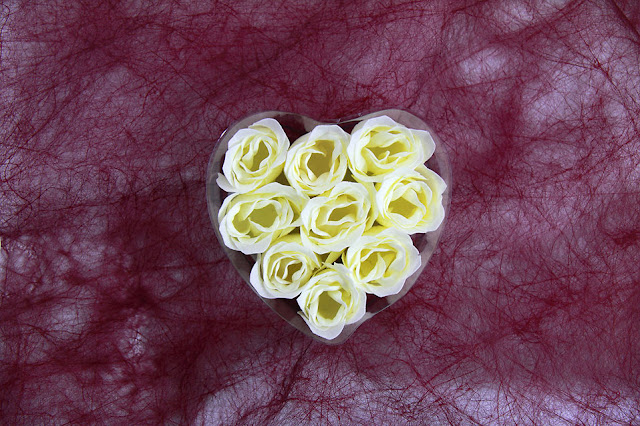 white-roses-bouquet