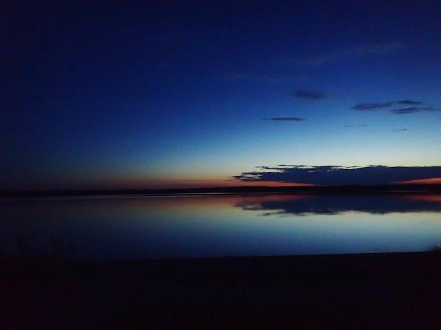 Zachód słońca nad poleskim jeziorem