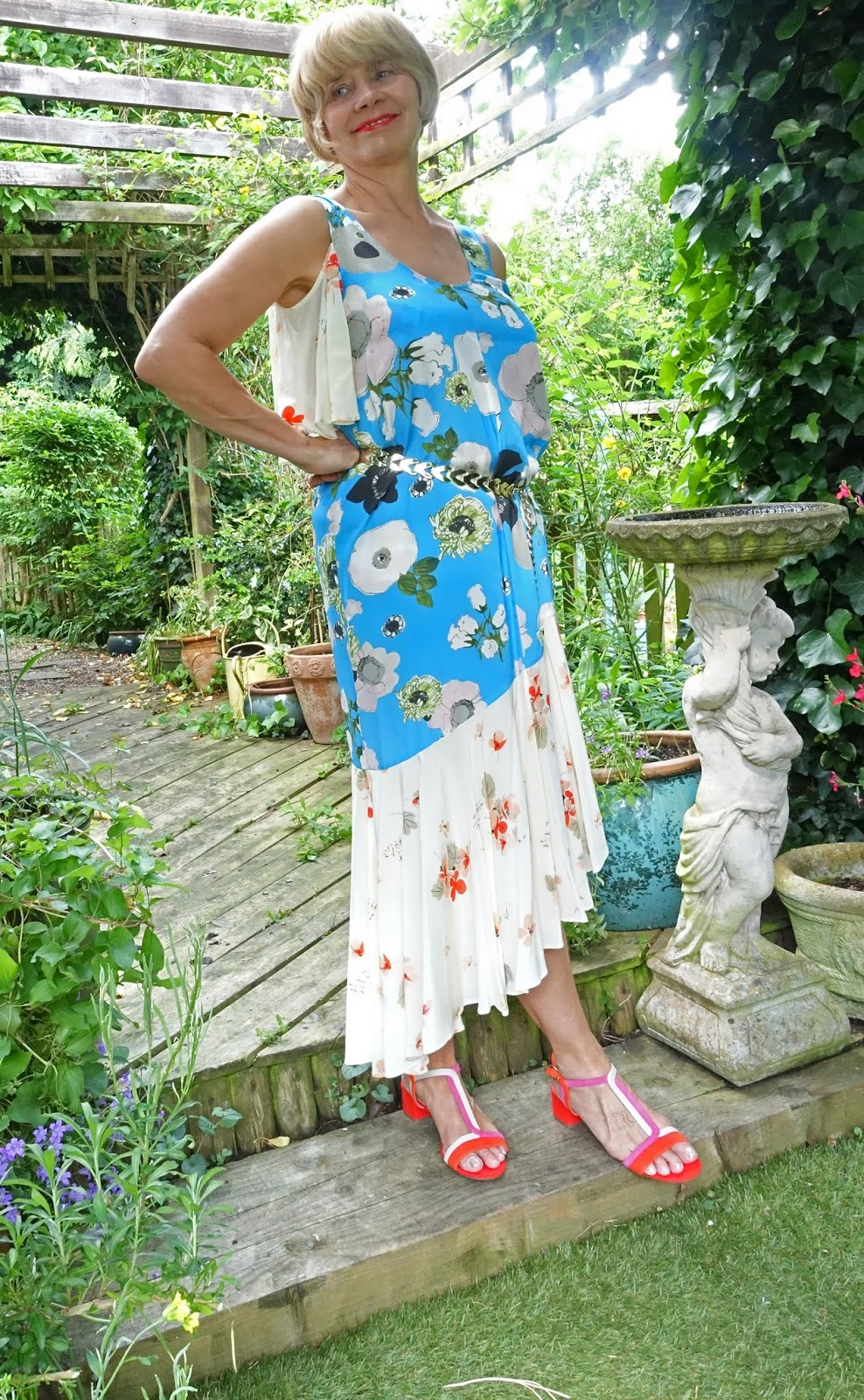 The new look for summer dresses is unstructured, flowing and midi length with contrasting patterns or unsugary florals. Is This Mutton? looks at this trend for the fashionable over-40 woman