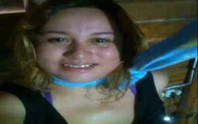 فتاة تنتحر امام كاميرا الفيسبوك بسبب خيانه عشيقها ...