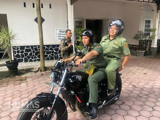 Cak Ipin Bonceng Sekda Joko Irianto, Kendarai Sepeda Motor Menuju Relokasi Pasar Pon